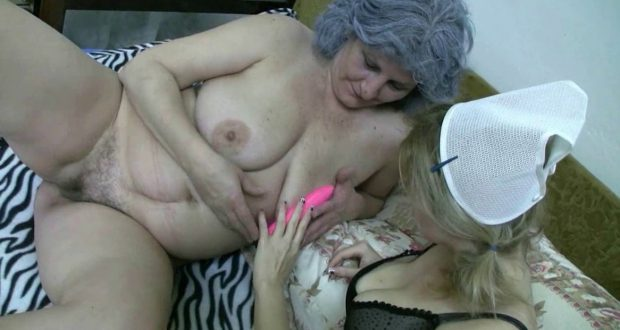 Slutty lesbian mature Clara with pain in the back and young nurse